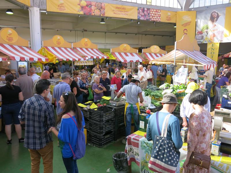 La scuola di cucina Pepe Verde è vicina agli agricoltori del mercato di Campagna Amica del Circo Massimo