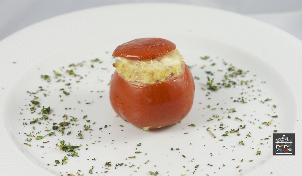 Pomodori rossi con carne e mandorle